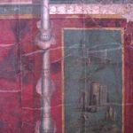Saeule und bild in rot Friedrich Howanietz